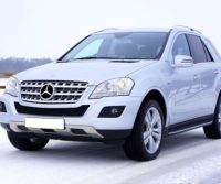 mercedes suv in snow